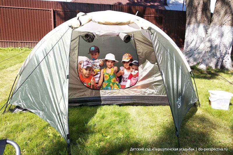 В-палатке